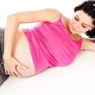 беременная девушка отдыхает