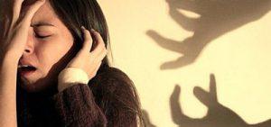 у девушки сильный страх